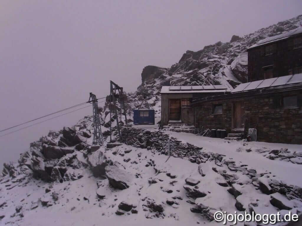 Similaunhütte im Schnee